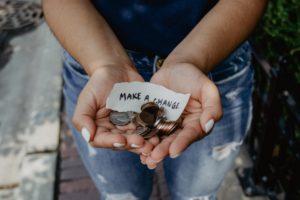argent, banque, écologie, mains tendues, make a change, démarche écologique