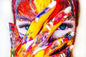 Soins de la peau, cosmétique écologique, maquillage, peinture, visage coloré